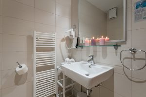 Hotel-Maritimo-Soba-2-10-of-14-300x200