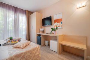 Hotel-Maritimo-Soba-2-4-of-14-300x200