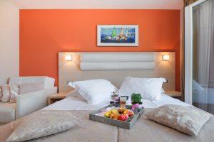 Hotel-Maritimo-Soba-2-5-of-14-300x200