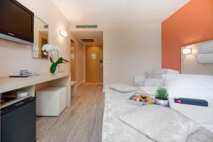 Hotel-Maritimo-Soba-2-6-of-14-300x200