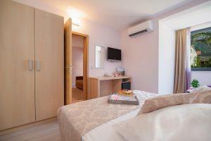 Hotel-Maritimo-Soba-5-2-of-21-300x200