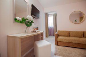Hotel-Maritimo-Soba-5-9-of-21-300x200