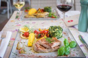 Hotel-Maritimo-restoran-107-of-162-300x200