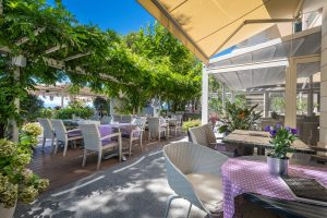 Hotel-Maritimo-restoran-3-of-162-300x200