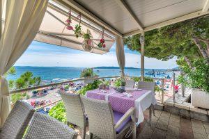 Hotel-Maritimo-restoran-38-of-162-300x200