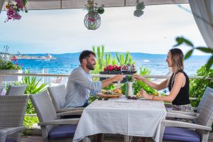 Hotel-Maritimo-restoran-73-of-162-300x200