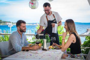 Hotel-Maritimo-restoran-79-of-162-300x200