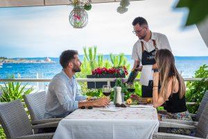 Hotel-Maritimo-restoran-80-of-162-300x200