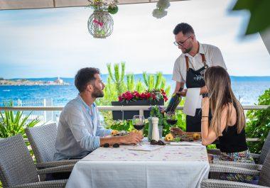 Hotel-Maritimo-restoran-80-of-162-380x265