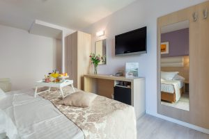 Hotel-Maritimo-Soba-1-12-of-20-300x200
