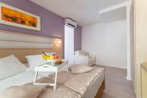 Hotel-Maritimo-Soba-1-13-of-20-300x200