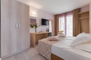Hotel-Maritimo-Soba-1-3-of-20-300x200