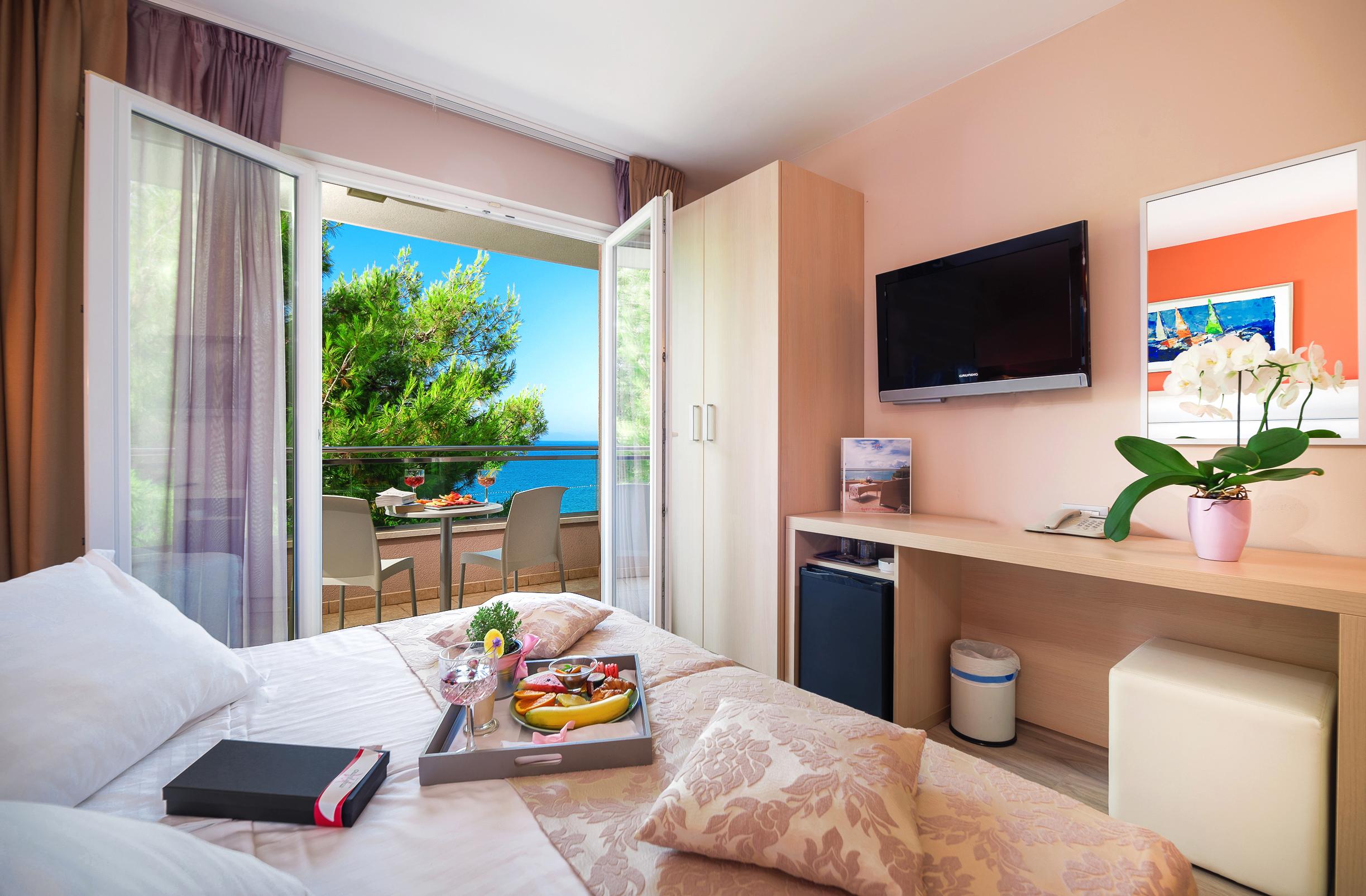 Hotel-Maritimo-Soba-2-1-of-14